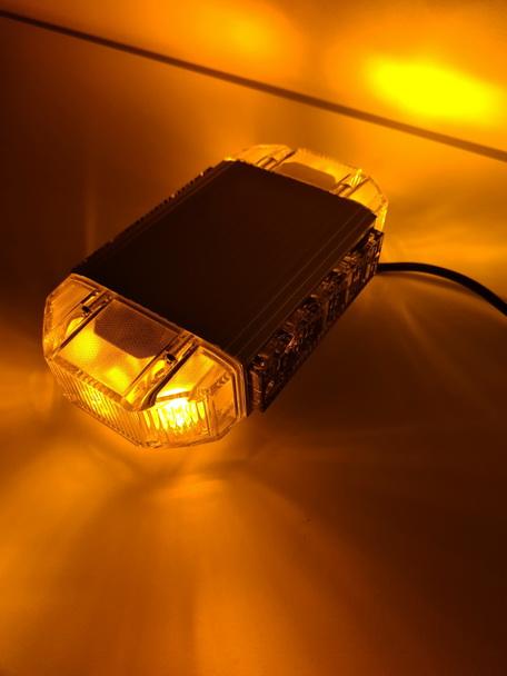 LED signaalbalk - 20W - compact– magneetmontage – ORANJE
